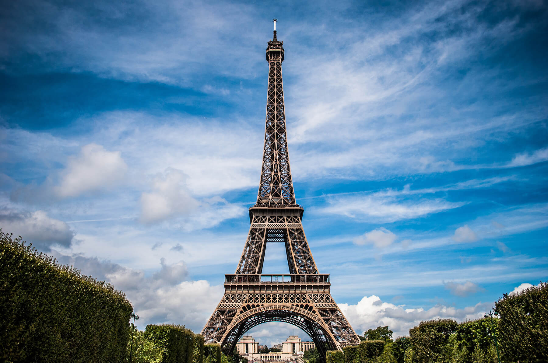 PR040 Eiffel Tower in top shape for 130th birthday thanks to Edgetechs Triseal